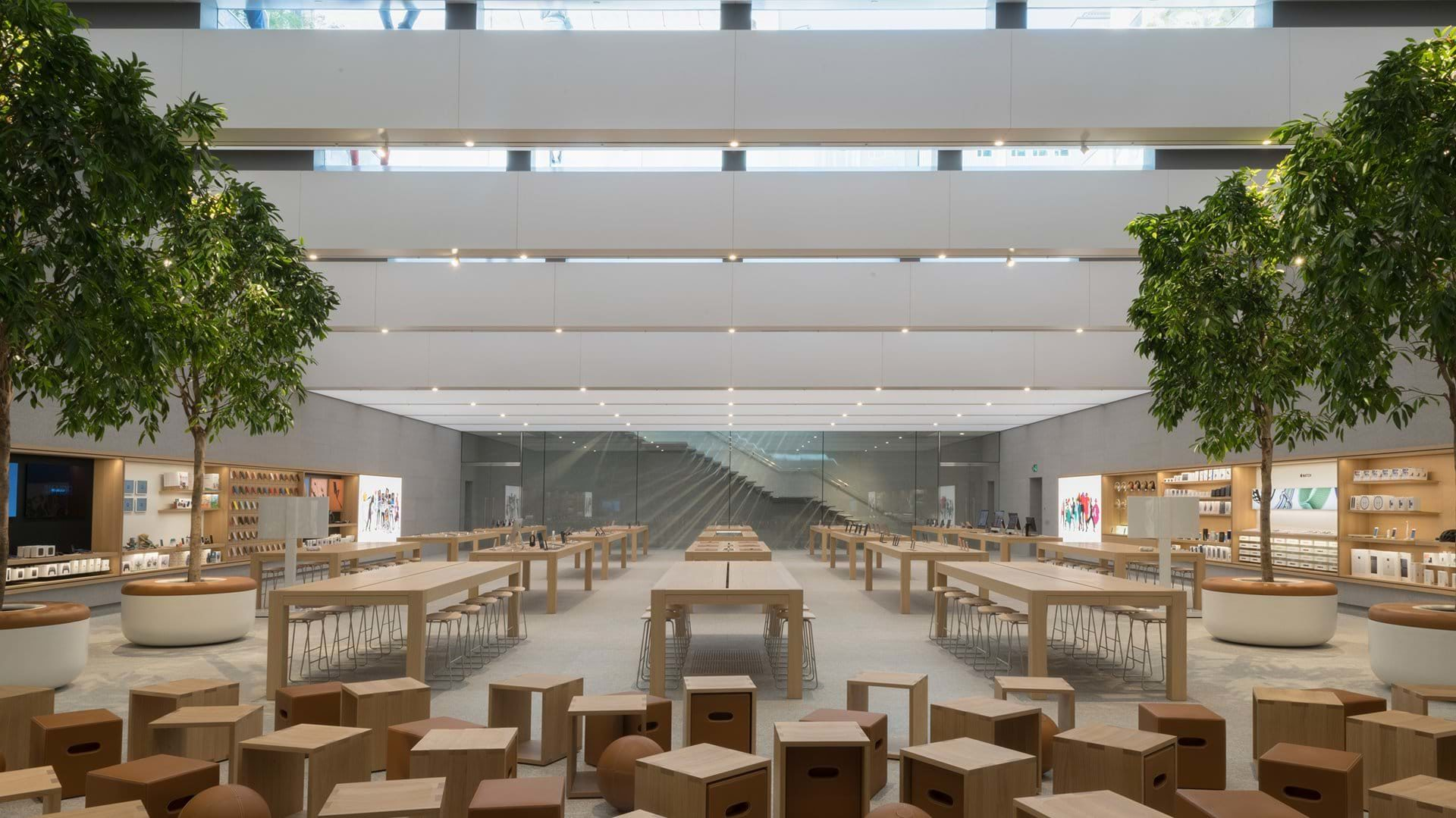 apple strore milan internal main room