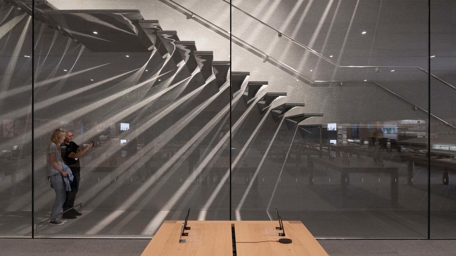 apple strore milan stairs detail 2