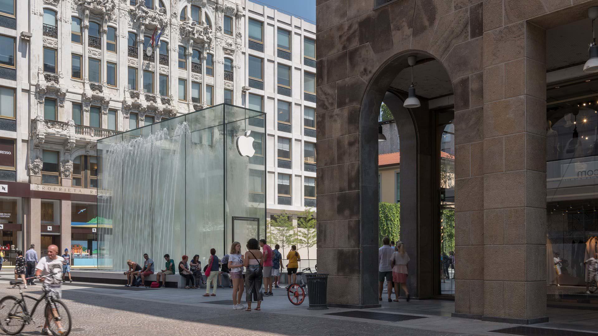 apple store milan photo form vittorio emanuele str.
